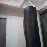 天井H鋼からサンドバッグ