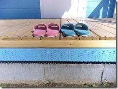 ミニハウス屋特注品、ブロック基礎+換気用樹脂スペーサー+防蟻処理角材+ベランダ