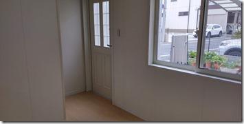 上尾ポコットハウス,室内より玄関を見る